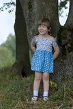 Petite fille dans les bois Image stock