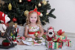 Petite fille dans Noël Image stock