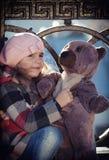 Petite fille dans un béret rose Photo libre de droits