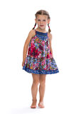 Petite fille dans une robe colorée dans le studio Photographie stock libre de droits