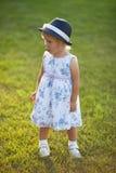 Petite fille dans une robe et un chapeau Photos stock