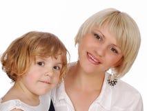 Petite fille de beauté avec la mère Photographie stock libre de droits