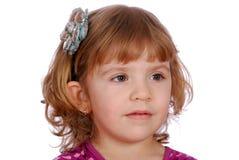 Petite fille de beauté avec le bâton de cheveu de fleur Photographie stock