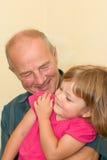 Petite fille de grand-papa Photographie stock libre de droits