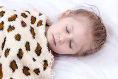 Petite fille de sommeil Photo stock