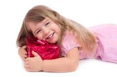 Petite fille de sourire avec le cadre de cadeau Image libre de droits