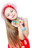 Petite fille de verticale et oeufs de pâques Photos libres de droits
