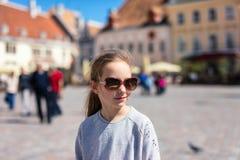 Petite fille dehors photographie stock