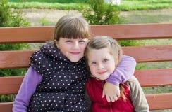 Petite fille deux drôle Images libres de droits