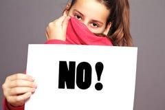 Petite fille disant un AUCUN emphatique Images libres de droits