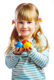 Petite fille douce avec l'oeuf de pâques jaune Photos stock