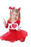 Petite fille en rouge tenant des mots d'amour sur le blanc Photo libre de droits