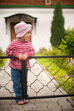 Petite fille en stationnement Image stock