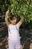 Petite fille en stationnement Images libres de droits
