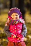Petite fille en stationnement Photos libres de droits