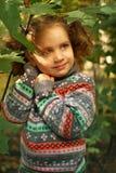 Petite fille en stationnement d'automne Images libres de droits