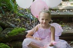 Petite fille en tant que princesse de ballet de conte de fées Photo libre de droits
