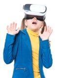 Petite fille en verres de VR Image stock