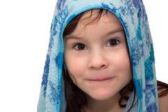 Petite fille, enfant, bain, serviette humide Image stock
