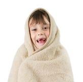 Petite fille, enveloppée dans une couverture photographie stock libre de droits
