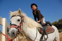 Petite fille et îles Shetland Images stock