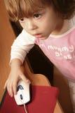 Petite fille et ordinateur Photographie stock