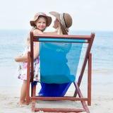 Petite fille et sa mère Photo stock