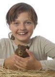Petite fille et son animal familier un cobaye Photos stock