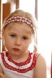 Petite fille fâchée et bouleversée image stock