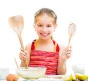 Petite fille faisant la pâte photo stock