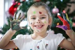 Petite fille gaie images libres de droits