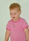 Petite fille gaie blonde à la maison Photographie stock libre de droits
