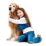 Petite fille heureuse avec son chien Photo libre de droits
