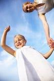 Petite fille heureuse et sa mère Images stock