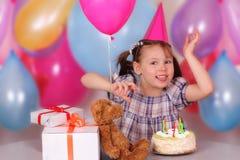 Petite fille heureuse sur son anniversaire Images stock