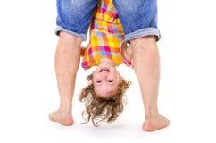 Petite fille heureuse upside-down photo stock