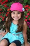 Petite fille hispanique mignonne dans le chapeau images libres de droits