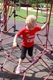 Petite fille jouant dans le Web Photos libres de droits