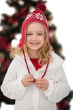 Petite fille joyeuse dans le chapeau et l'écharpe Photographie stock