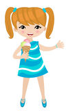 Petite fille mangeant la crême glacée Images stock