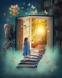 Petite fille marchant vers le haut des escaliers Photographie stock libre de droits