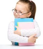 Petite fille mignonne avec des livres images libres de droits