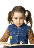 Petite fille mignonne avec un livre Photos stock