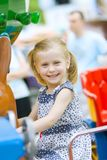 Petite fille mignonne ayant l'amusement Image libre de droits