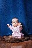 Petite fille mignonne dans la robe rose image stock