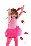 Petite fille mignonne dans une robe rose photographie stock
