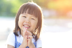 Petite fille mignonne heureuse photos libres de droits