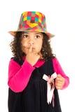 Petite fille mignonne tenant son doigt sur des lèvres Images stock