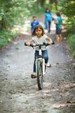 Petite fille sur une bicyclette Photographie stock