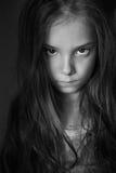 Petite fille mystérieuse avec de longs cheveux Images libres de droits